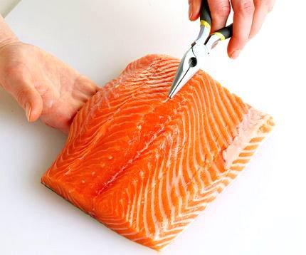 losos-vykostenie-2 Ako pripraviť lososa. Príprava lososa na masle a panvici