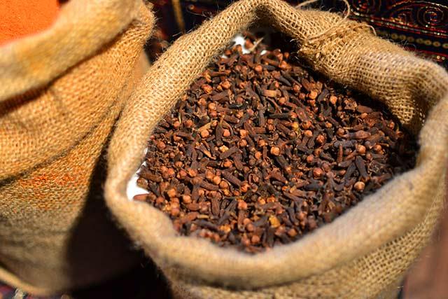 Klinčeky-korenie Korenie na chudnutie: vyskúšajte silu korenia a jeho účinky