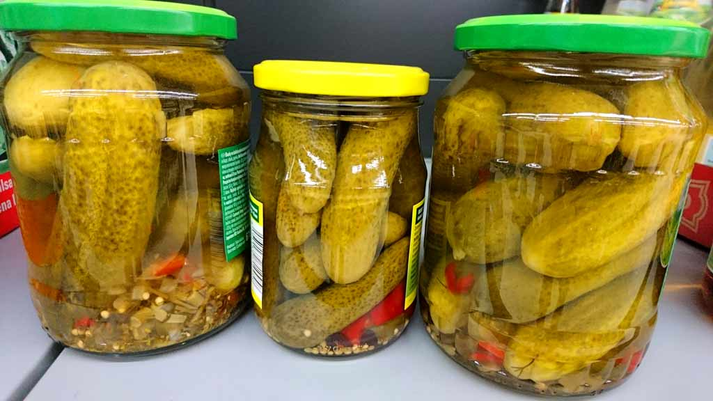 Zavárané-uhorky RECEPT na zavárané uhorky od babičky - postup v 10 krokoch