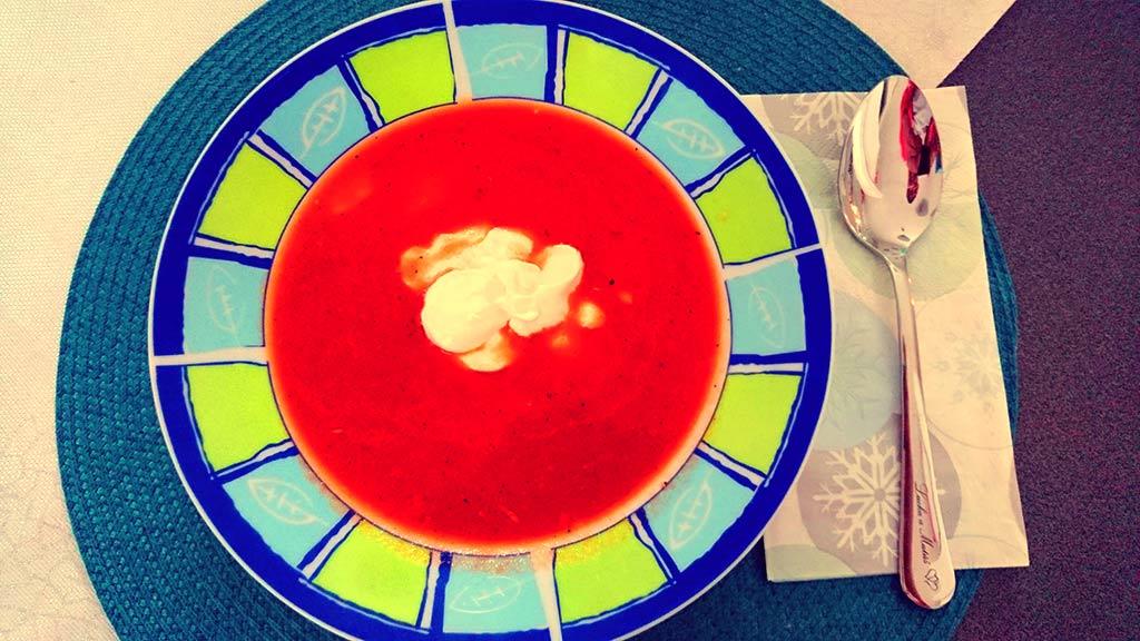 Paradajková polievka so smotanou
